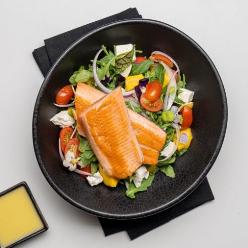 Feta, tomato and mango salad with trout fillet
